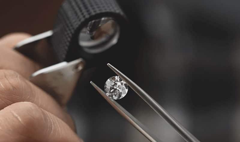 Performing an appraisal on a diamond